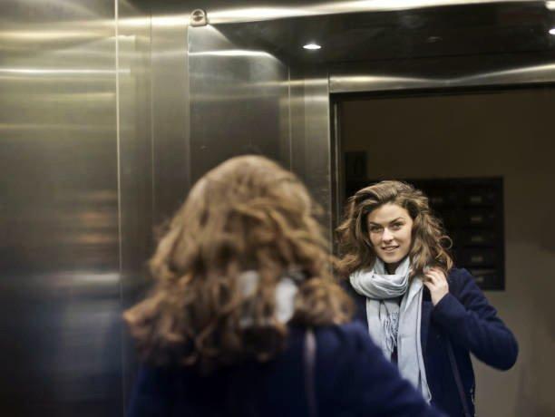 Зачем зеркала в лифтах