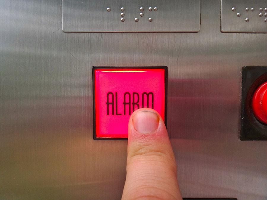 Кнопка связи с диспетчером в лифте