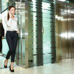 Кто первым входит в лифт и другие правила этикета