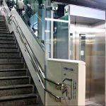 Похилий-ліфт-на-станції-метро